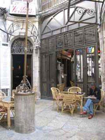 We enjoyed Versavee Bar and Cafe