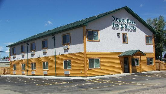 Walden, CO: exterior of newer motel