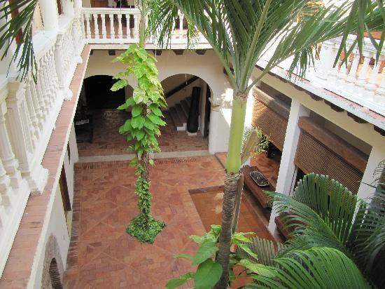 โฮเต็ล ควาดริฟอลิโอ้: courtyard at the Hotel Quadrifolio