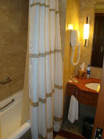 Jordan Valley Marriott Resort & Spa: Bathroom with Bath
