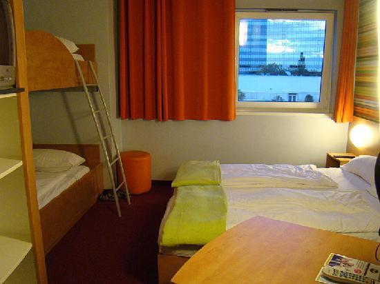 B&B Hotel Frankfurt-Niederrad: Room