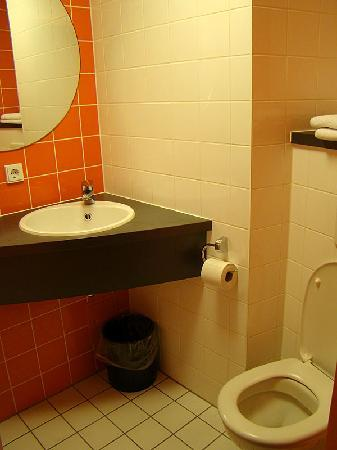 B&B Hotel Frankfurt-Niederrad: Bathroom