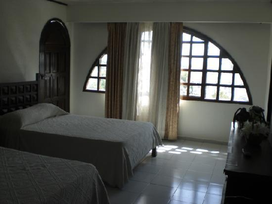 Montejo Palace: our bedroom