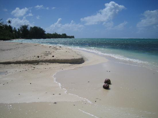 Titikaveka, Cook Islands: looking down the beach from the beachfront villa