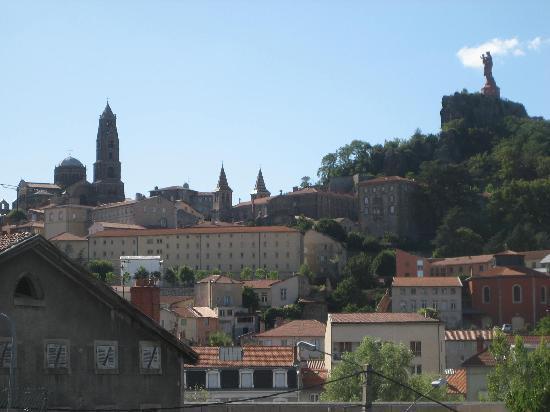 Le Puy-en-Velay, France : 駅から見る景色