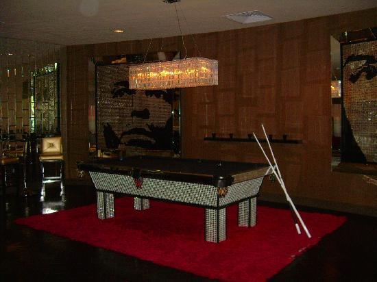 Riviera Palm Springs Resort: Pool table