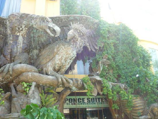 Ponce Suites Gallery Hotel : Two Philippine Eagles, the country's symbols of hope and freedom, guard the entrance to the hote