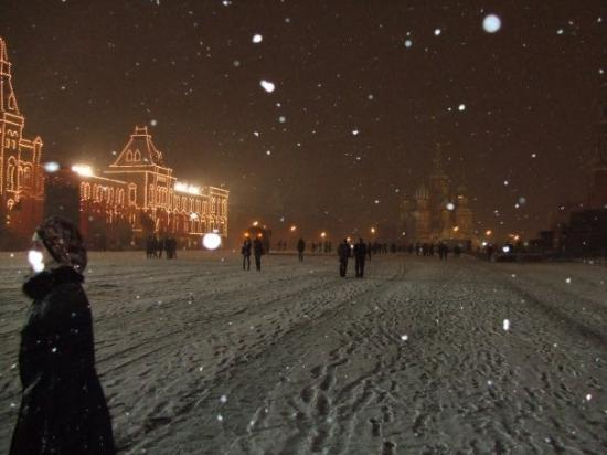 Den Røde Plass: Its Snowing in the Red Square