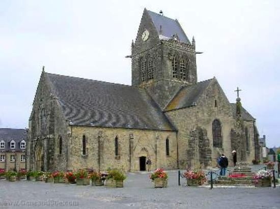 c 47 memorial picture of sainte mere eglise manche tripadvisor. Black Bedroom Furniture Sets. Home Design Ideas