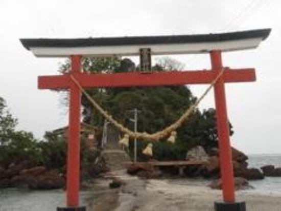 Kagoshima, Japan: Near the beach...another shrine