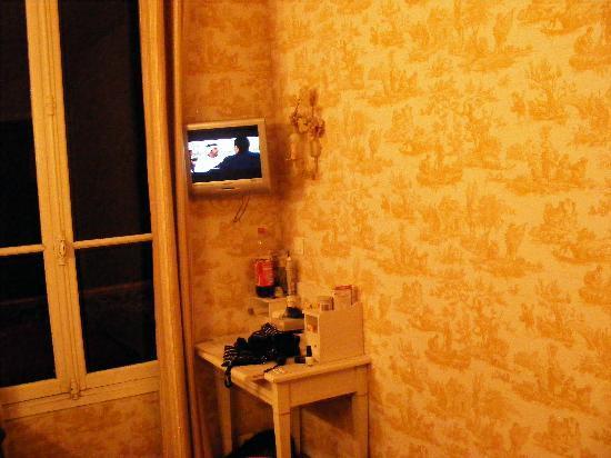 Hotel Regyn's Montmartre: our room