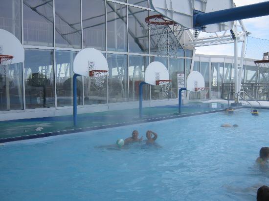 Skyline Courtyard Picture Of Skyline Hotel Waterpark Niagara Falls Tripadvisor