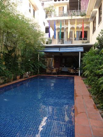 Manor House Boutique Hotel: The Pool where complimentary breakfast is served