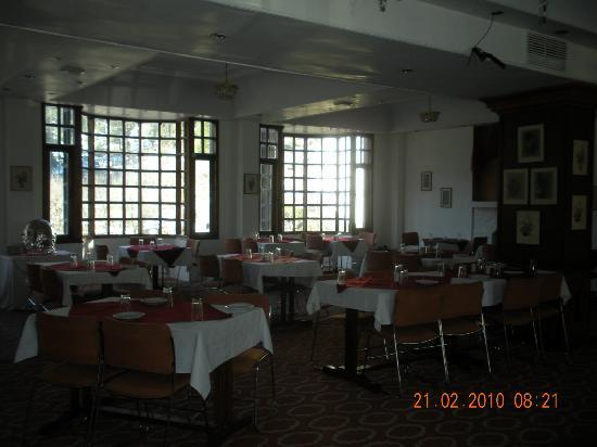Manali Heights: Restaurant area