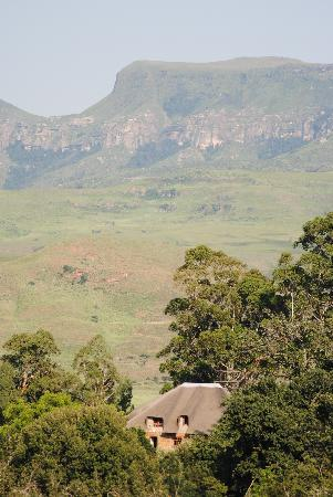 Montusi Mountain Lodge : View from the grounds over the mountains