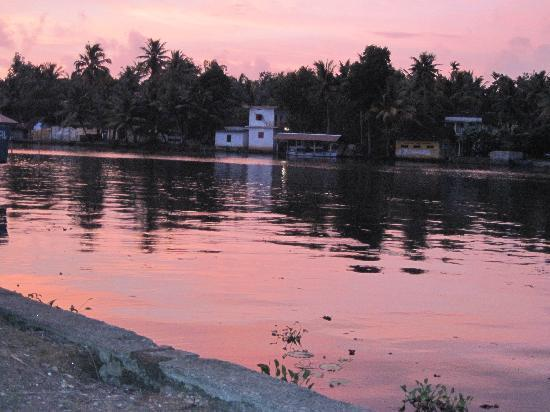 Maria Heritage Homes and Spa: Sunset on Pampa river