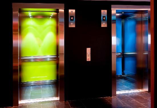 Comfort Hotel RunWay: Elevators