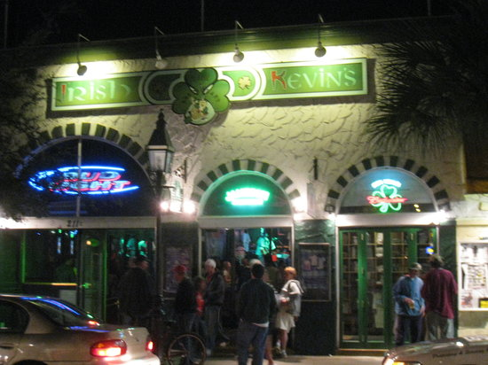 Irish Kevin's Bar : Very inviting from Duval St.