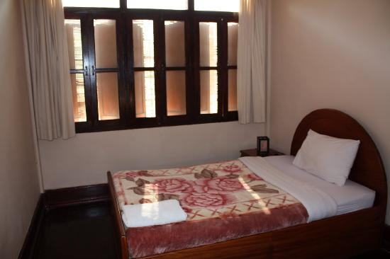 Manichan Guesthouse: Room with single bed