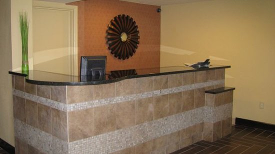 Americas Best Value Inn Crabtree Raleigh: Front Desk