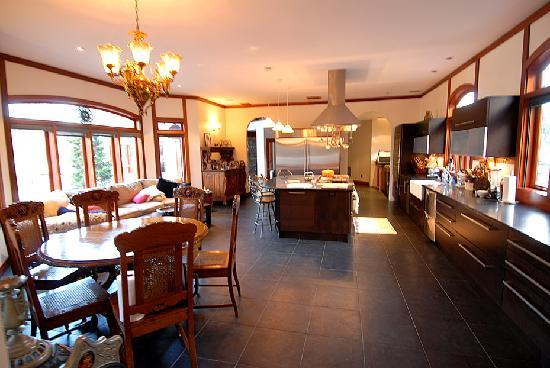 East Hampton, NY: A dream kitchen! Not only for our chef but for your culinary delight at breakfast. Enjoy the foo