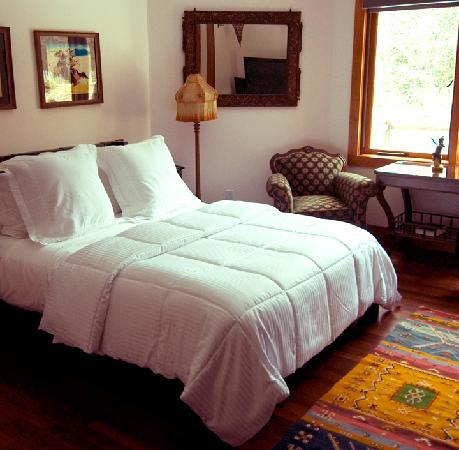 East Hampton Art House Bed and Breakfast: Bright and cheerful, comfortable beds will keep you safe, secure and rested in our quiet, beauti
