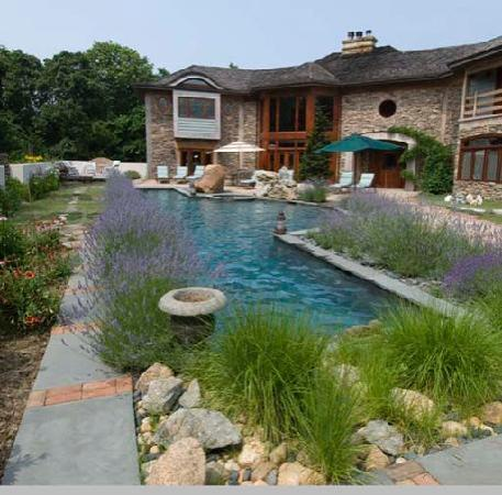 East Hampton Art House Bed and Breakfast: Throughout most of the season fragrant lavender surrounds the pool at East Hampton Art House Bed