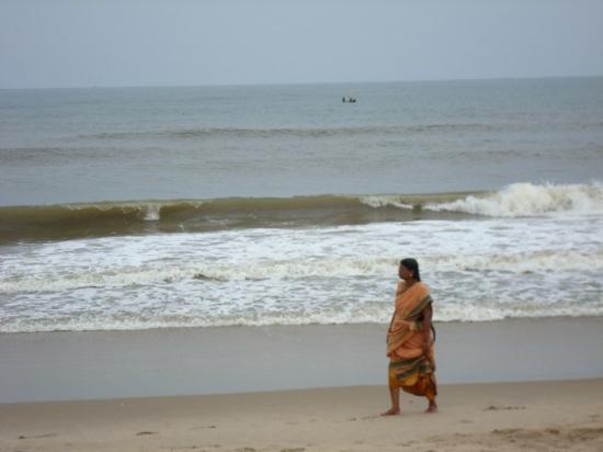 Pondicherry, India: beach walk