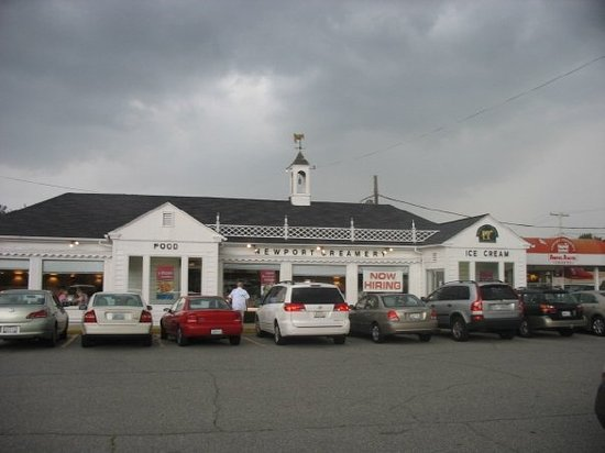 Newport Creamery Restaurant: The Original Newport Creamery, Middletown RI