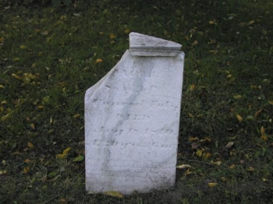 Lockport, Нью-Йорк: Old Grave yard, yup...1810