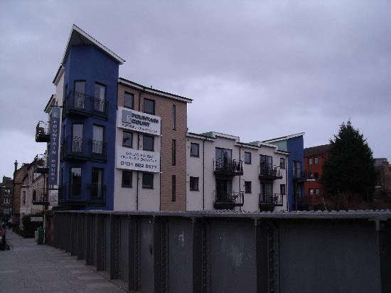 Fountain Court Apartments - Harris: Apartment Block