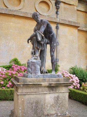 Woodstock, UK: lots of replicas of Greek statues... or their Roman copies