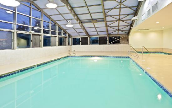Holiday Inn Express: Enjoy our indoor pool and spa which even has a retractable roof