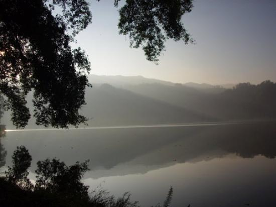 Blitar, Endonezya: suasana romantis di Danau Ngebel Kabupaten Ponorogo