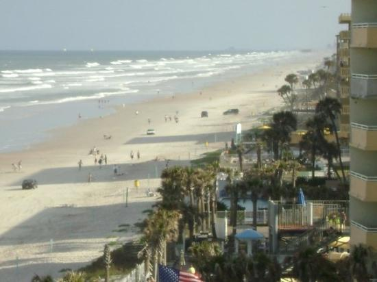 Ormond Beach, FL: The South view from our balcony