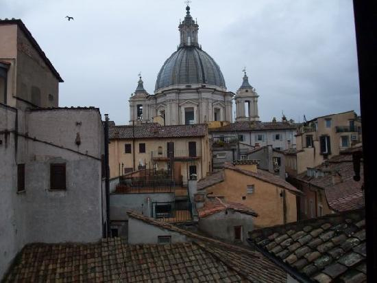 Hotel Teatro Pace: view of Sant'Agnese in Agone from the bedroom window