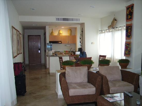 Ixchel Beach Hotel: Living area