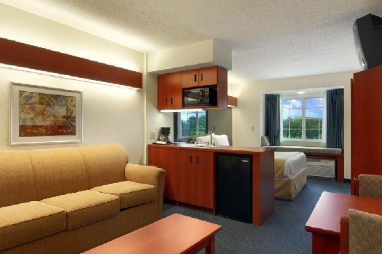 Microtel Inn & Suites by Wyndham Middletown: Suite