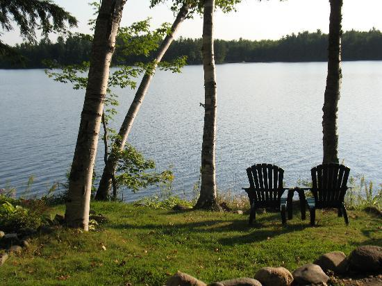 Wilson Lake Inn: Water's Edge