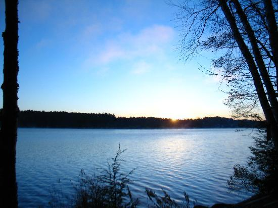 Wilson Lake Inn: Sunrise on the Lake