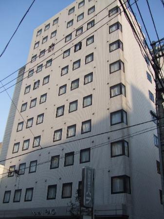 Hotel Pao : ホテルを前の道路から見る