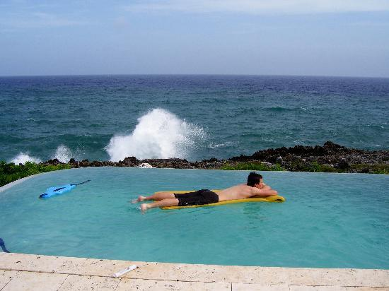Sea Spray Cottage: Pool