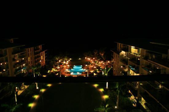 Honua Kai Resort & Spa: View from 929 lanai at night.