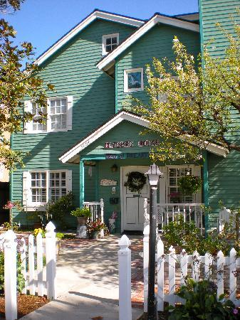 A Beach Bed and Breakfast and Vacation Condo at the Elsbree House: The Elsbree House in Ocean Beach, CA (San Diego)