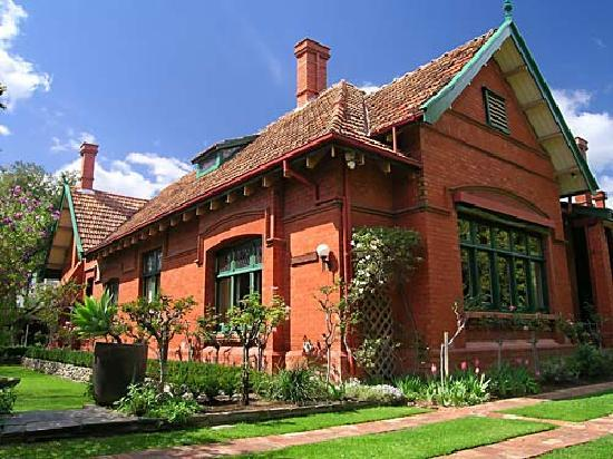 Buxton Manor: Exterior