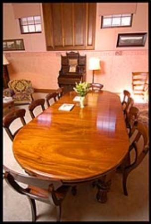 Friendly Meeting Chapel : Dining Table