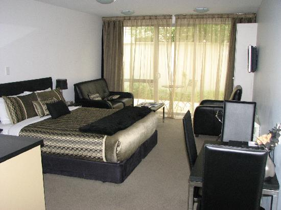 Bellano Motel Suites : The room, much like a studio unit really