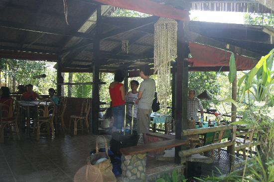 Bambua Nature Cottages: the dining room