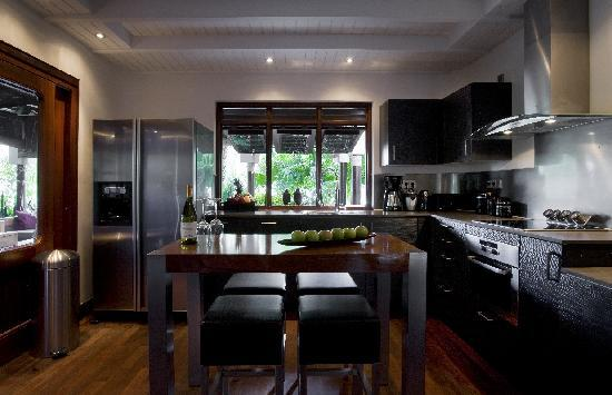 Baoase Luxury Resort: Full kitchens modernly equipped