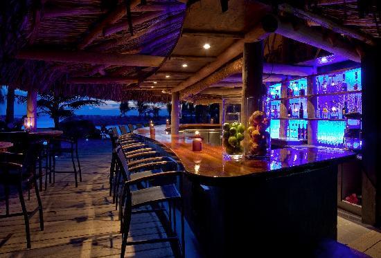 Baoase Luxury Resort: Romantic dining on the beach